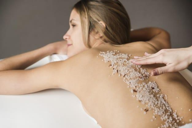 I benefici dello scrub per il corpo