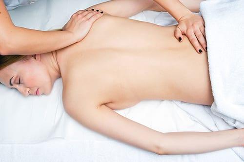 Il massaggio sportivo è considerato parte integrante dell'allenamento di ogni atleta, anche non professionista. Estetica Prisca è facilmente raggiungibile da Lugano, Melide, Paradiso, Mendrisio e Melano.